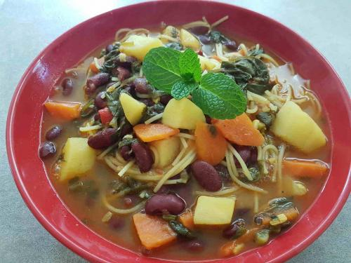 Red Kidney Bean Veg with Rice Noodles and Turmeric (GF)