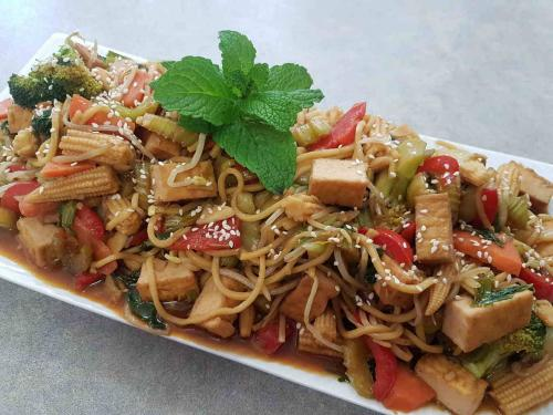 Vegetable Stir Fry with Tofu and Noodles