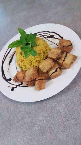 Crispy Salt n'Pepa Tofu with Rice (GF)